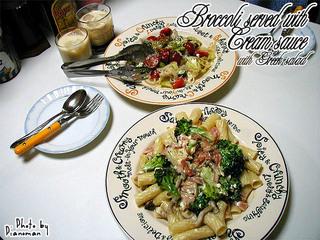 ブロッコリーのチーズクリームソース&グリークサラダ♪